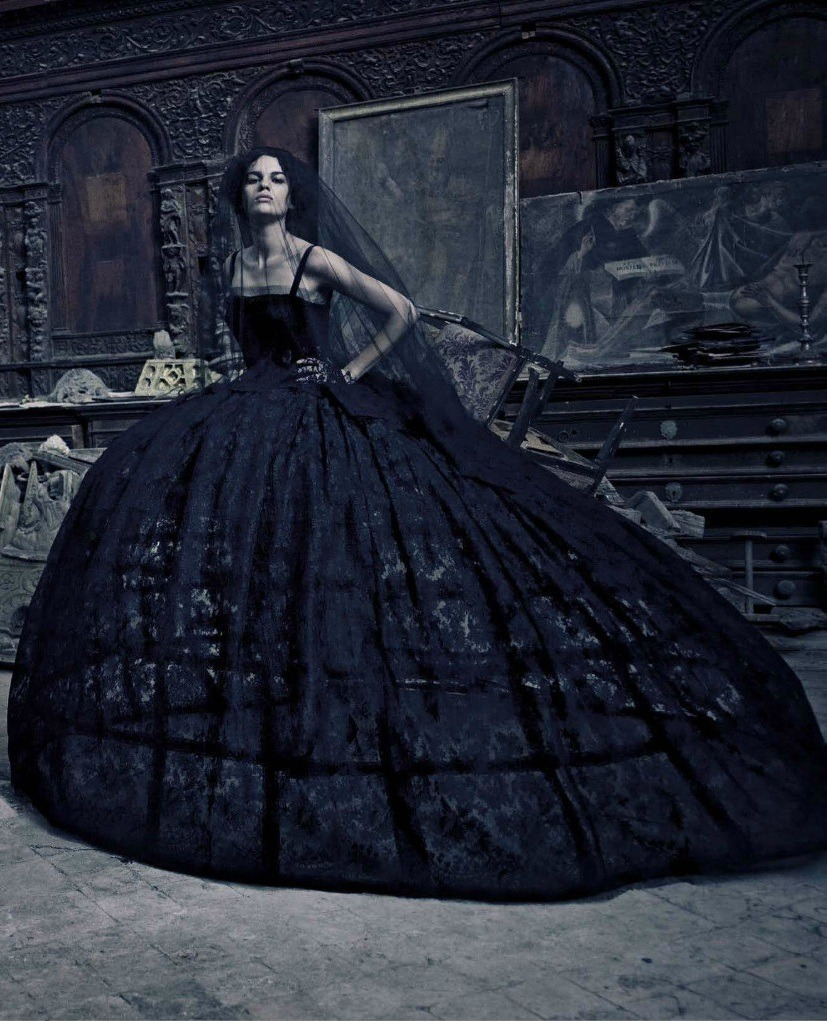 chicgenre:  labellefabuleuse:  Dolce & Gabbana Haute Couture photographed by Paolo Roversi for Vogue Italia, September 2012
