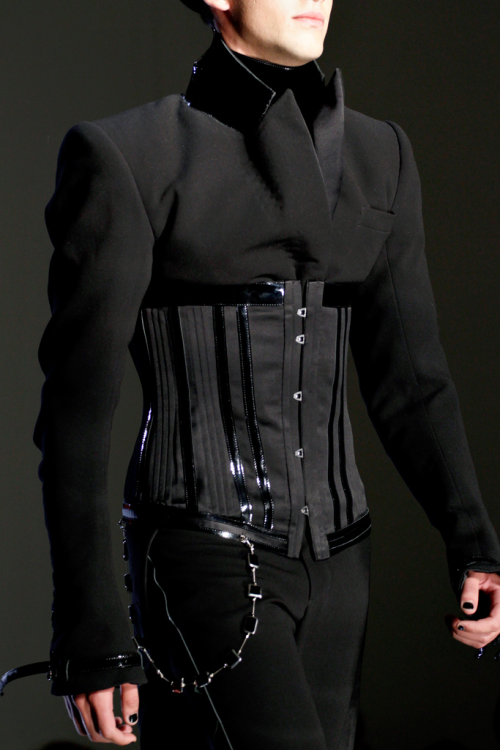 quickdraw-kiddo:  twistedfashion:  Jean Paul Gaultier, fall 2012 couture.  ugh yes