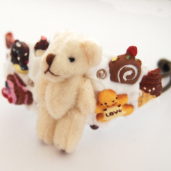 Chocolate Teddy Bear Bracelet by Glamasaurus Like me on facebook!