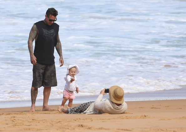 celebritybabiesandbumps:  Pink and family hit the beach while visiting Syndey, Australia.