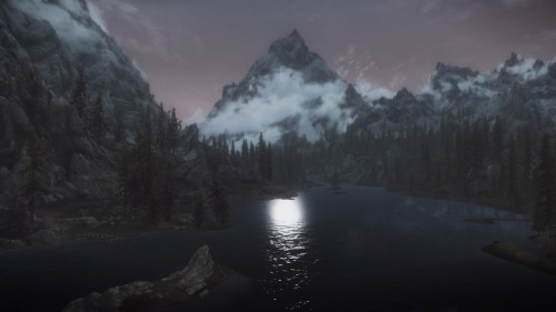 fuckyeahskyrimpics:  Lakeside  :o beautiful