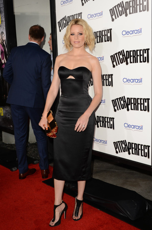 Elizabeth Banks in Alexander McQueen at the Hollywood premiere for Pitch Perfect on September 24, 2012. Jimmy Choo heels.