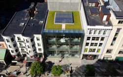 parislemon:  bijan:  The lawn on top of the Apple Store in Boston.  Are people allowed up there?