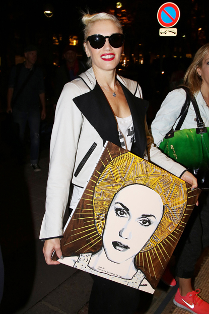 Gwen Stefani was given a portrait painted by a fan as she arrived at the airport with her son Zuma while in France on September 23, 2012.