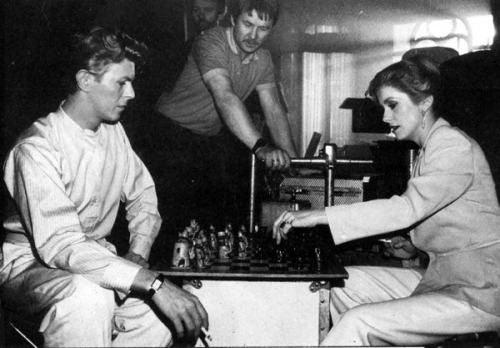 "dallospazio:  David Bowie and Catherine Deneuve playing chess on the set of Tony Scott's ""The Hunger""."