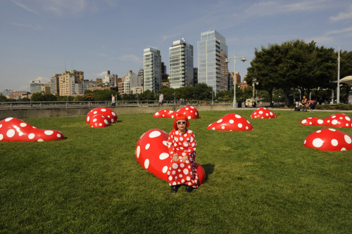 Don't miss the dots! Yayoi Kusama's outdoor installation at Hudson River Park will be de-installed tomorrow. Kusama's retrospective continues at the Whitney through this Sunday.  Yayoi Kusama with her installation Guidepost to the New Space at Hudson River Park Pier 45, New York, July 2012. Image courtesy Gagosian Gallery, New York