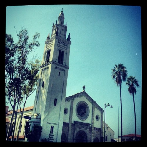 Wilshire. Doesn't it all look better w palm trees? (Even church.) #la #landscape #god (Taken with Instagram at Wilshire District)