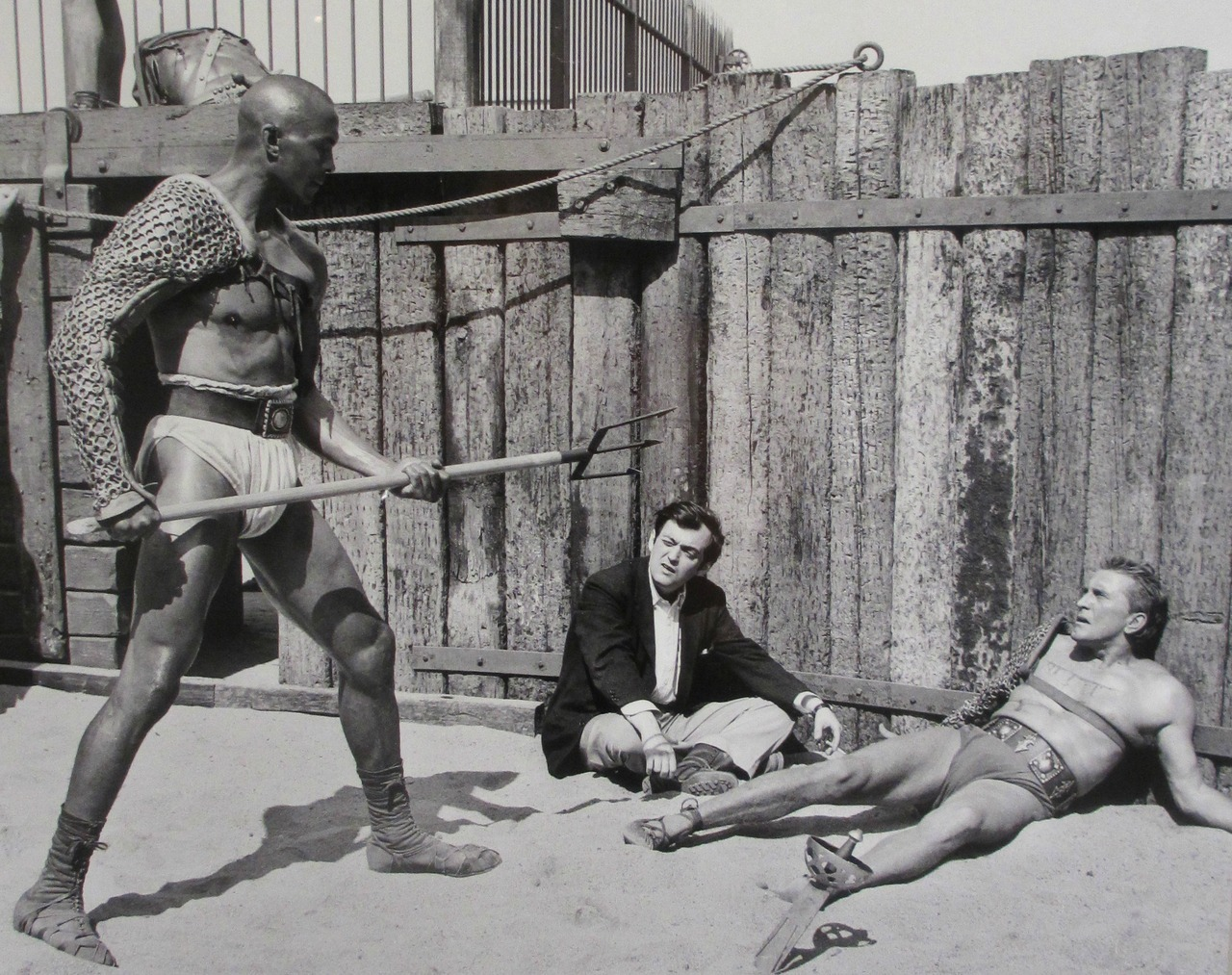 Rare photo of Kubrick directing Woody Strode and Kirk Douglas in the gladiator ring for Spartacus.