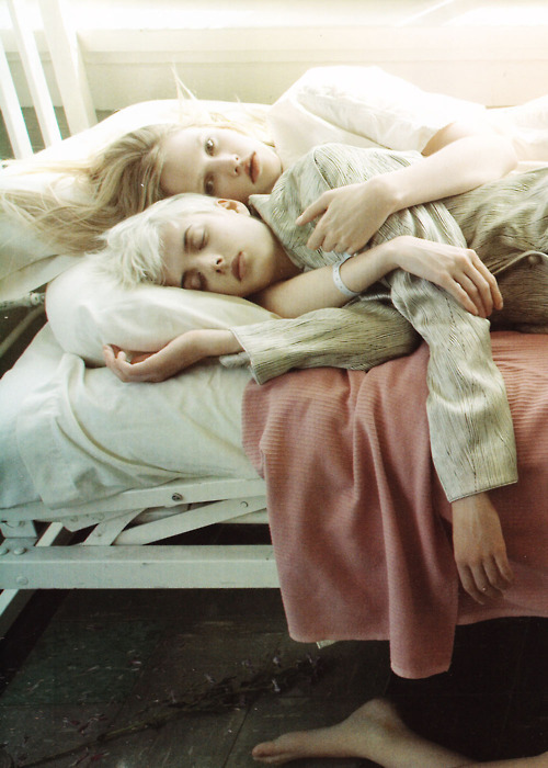 eternityonwings:  Agyness Deyn and Lara Stone photographed by Steven Meisel in SuperMods Enter Rehab for Vogue Italia