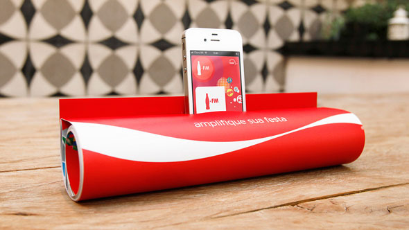 yoannmichaux:  Coca-Cola FM Magazine Amplifier by JWT DesignExclusive insert for subscribers of the latest edition of the Capricho magazine which was created by JWT. Attached to the cover, the art allows readers to turn the magazine into an amplifier. Simply by rolling the magazine and inserting the iPhone tuned into the Coca-Cola FM application in the spot indicated. The final format allows the sound waves to travel in two different directions at the same time, intensifying the stereo effect created by the device. Now, just enjoy the music.