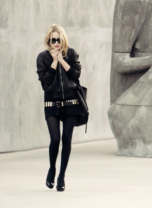 MK (?) Olsen doing the all black thing. Werk!
