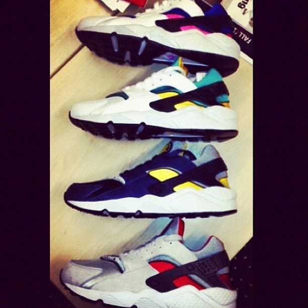 I cant believe it but OG huarache cw's are getting retroed. I been looking for a wearable emerald OG for as long as I can remember! I need AT LEAST 3 pair😍😍😍 #nike #nikeair #nikeog #huarache #shoegamefuckedup (Taken with Instagram)