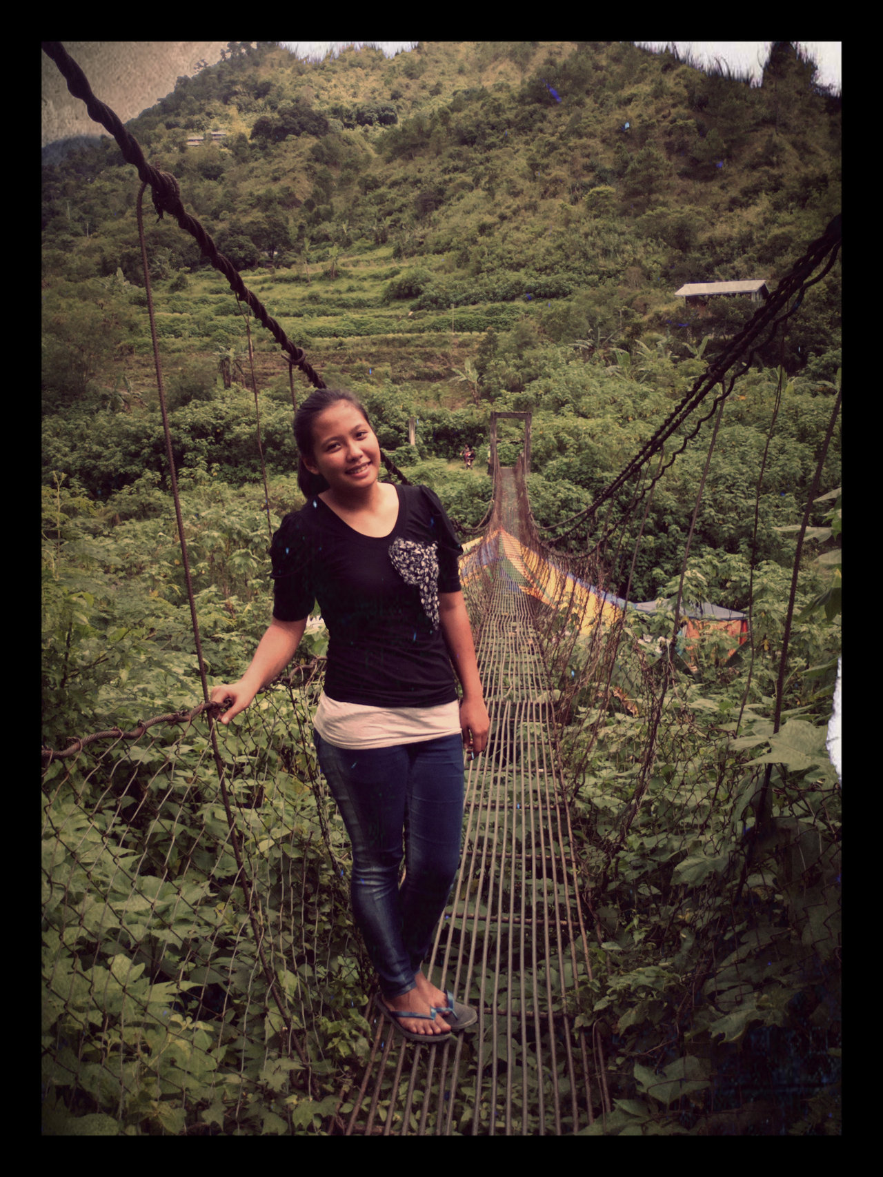 i love this hanging bridge <3 except for the *panirang slippers :))