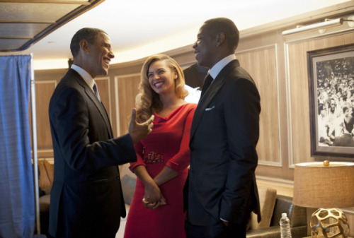 awesomepeoplehangingouttogether:  President Obama, Beyoncé and Jay-Z  The photo that ended it all.