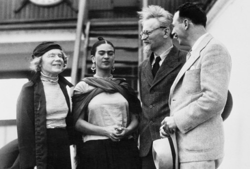awesomepeoplehangingouttogether:  Frida Kahlo and Leon Trotsky, 1937