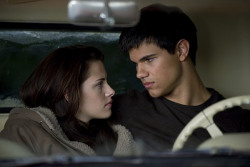 Are you Team Edward or Team Jacob? Take this quiz and find out!  http://clnk.me/1xful - ad http://bit.ly/SxzNqB