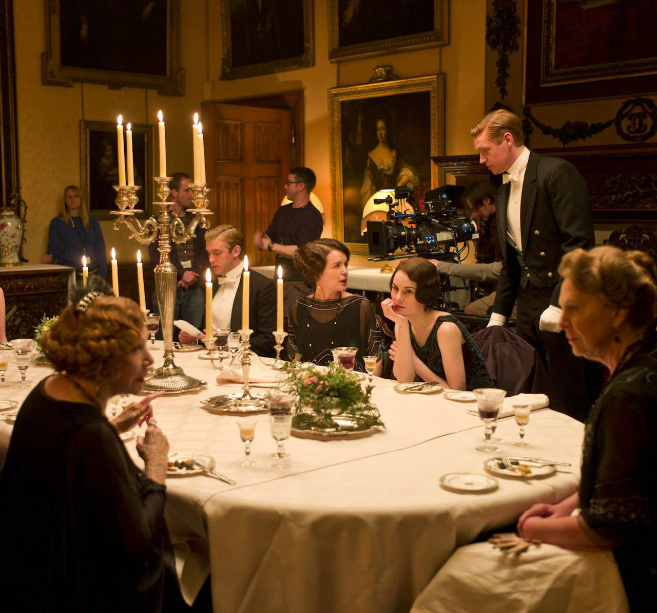Downton Abbey Season Three behind-the-scenes Michelle Dockery looking adoringly at Shirley MacLaine, so sweet.