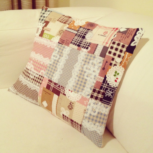 Patchwork Cushion Cover.  The other day I decided to take a break from my many yarny projects and took out my fabric stash for a little bit of sewing goodness.  I whipped up this patchwork cushion cover, it is zip less  so it was extra easy and quicker to make. And oh my goodness I think I am in love! I need to make more more more!! This is just too darn cute.