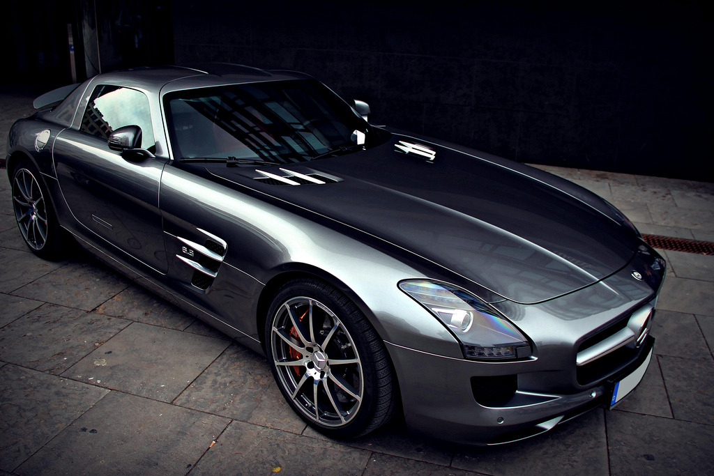 gentlemensstylereform:  So sleek. Really beautiful car.  Added to my shopping list.