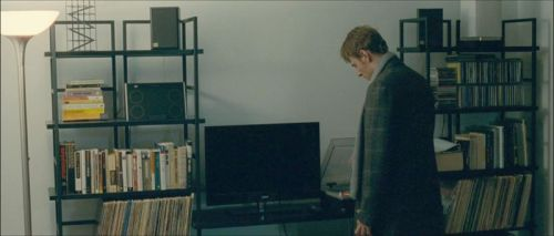 "Michael Fassbender's bookshelf and record player in ""Shame"""