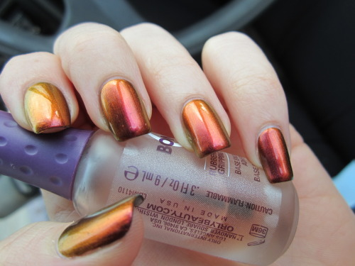 reneesnails:  This is Sally Hansen's Amber Ruby. It's pretty awesome. More original nail art.  *heart attack*