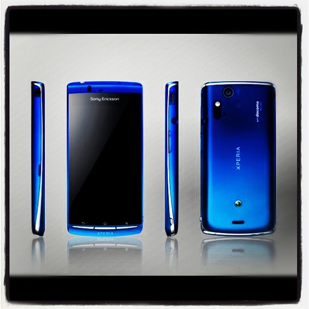 GAHHH!. XPERIA ACRO IN BLUE COLOR!. ME WANT IT LIKE NOW!!!!. :D #goodvibes #xperia #acro #bluephone #drooling (Taken with Instagram)
