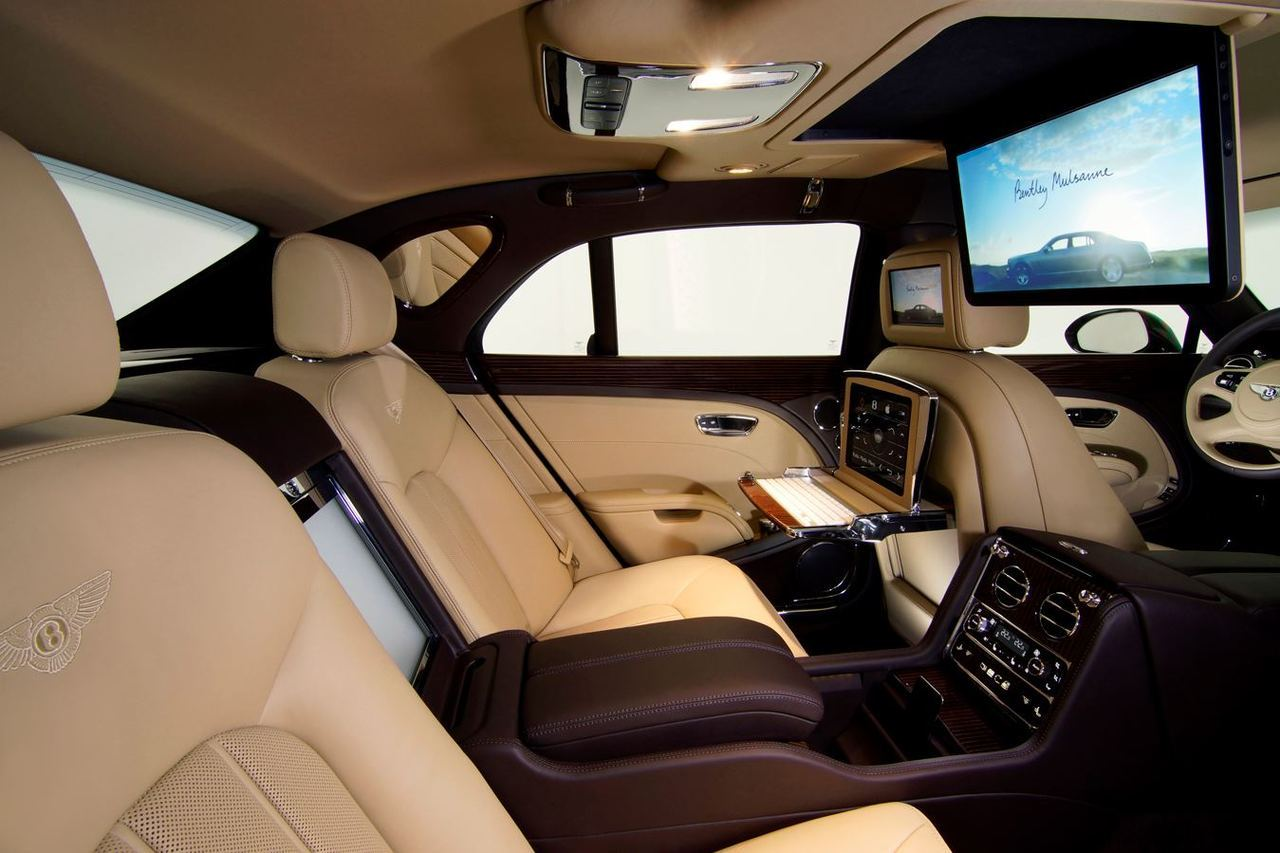 Bentley Mulsanne Executive Interior SpecificationWhether to send a few emails, catch up with the markets and the news headlines or just relax with your favourite film, this hi-tech specification offers everything you'll need.