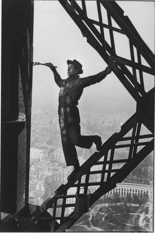 The Painter of the Eiffel Tower, Paris, 1953 by Marc Riboud