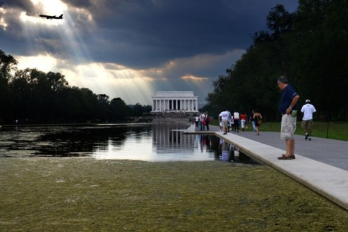 Agency works to rid Lincoln Memorial Reflecting Pool of algae - The Washington Post So there's a downside to filling the Reflecting Pool with Tidal Basin water…