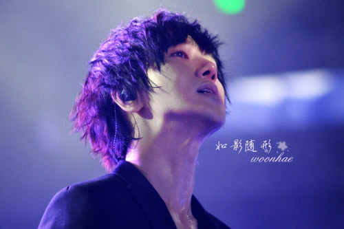 cry much… ;(  This has to one of my most favourite picture of Yesung ever……Gorgeous!