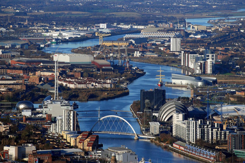 River Clyde, Glasgow from the Air » by Vic Sharp