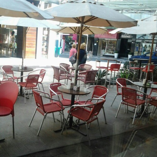#parasol,#chair,#red,#coffeeshop,#openair http://instagr.am/p/QDinNqMsyO/