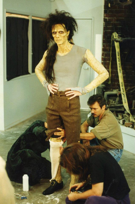 stuckinthewrongeraa:    billy getting dressed. behind the scenes of hocus pocus   I LOVE YOU :*