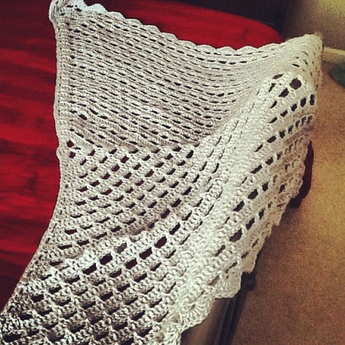 d-crochet:  tattedupbeautie:  Special order shawl. Done. #crochet #yarn #martiancreations (Taken with Instagram)  very easy and too pretty .. nice work really thump up :)