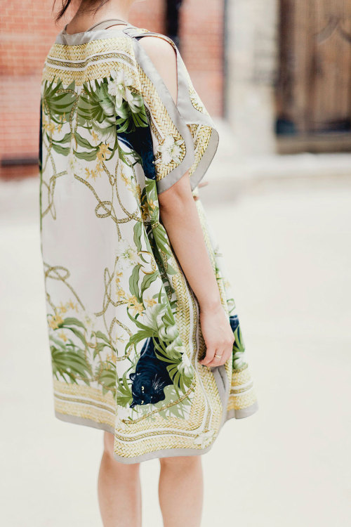 what-do-i-wear:  DIY scarf kaftan dress (image: parkandcube)