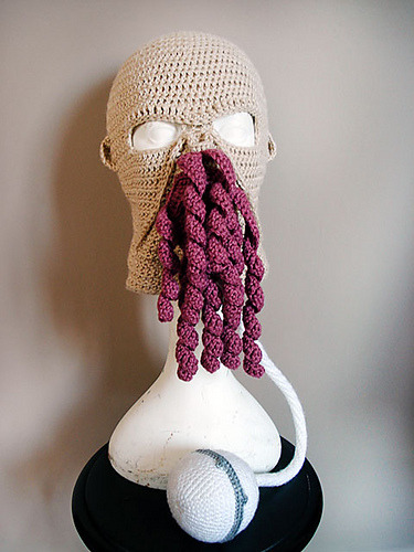 seekercranny:  THIS. IS. AN. OOD. SKI. MASK. YOU'RE. WELCOME. I'm absolutely making this as soon as I can get my hands on the appropriate colors of yarn. Click through to the FREE pattern on ravelry.com