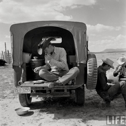 redjeep:  poeticflummery:makeshift chuckwagon… ~redjeep