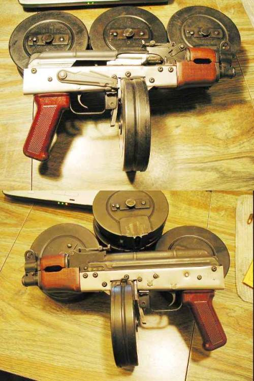 learnosaurusrex:  AK pistol converted to use PPSh drum magazines.