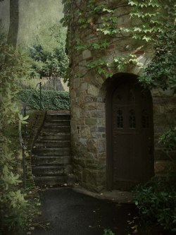 etimr:  bluepueblo: Ivy Tower Entrance, Worcester, Massachusetts photo via misaddie