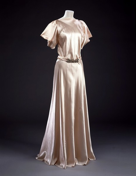 omgthatdress:  Dress Madeleine Vionnet, 1935 The Victoria & Albert Museum