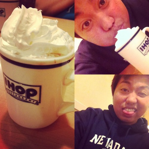 #professionalfatass #fatass #hotchocolate #whipcream #yum #yummyinmytummy  (Taken with Instagram)