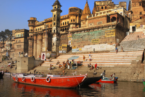 (via The Varanasi Ghats, a photo from Uttar Pradesh, North | TrekEarth) Varanasi, India