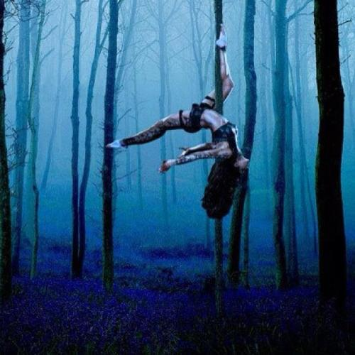 fitcheerleader:  Pole :)  Gorgeous
