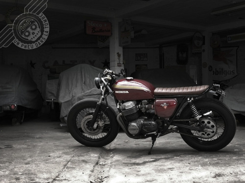 Saw this Brat Honda CB750 on French site un pneu dans la tombe (a tire in the grave). We've got one of these in the garage and intend on doing something very similar.   Click the link for a few more pics and info on the bike. (If you can't speak French, use Google Translate)  Like us on FB