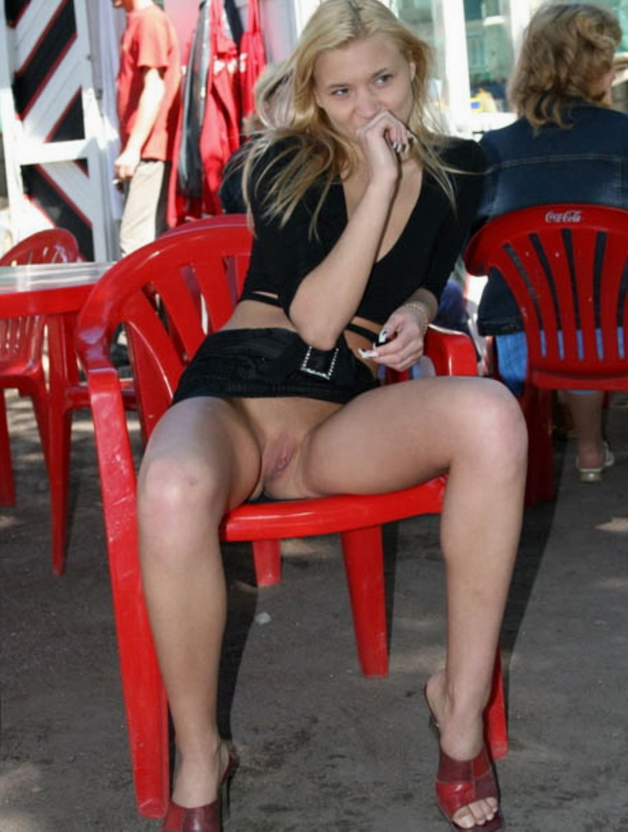Hot chicks flashing in public - Page 308 - Yellow Bullet ...