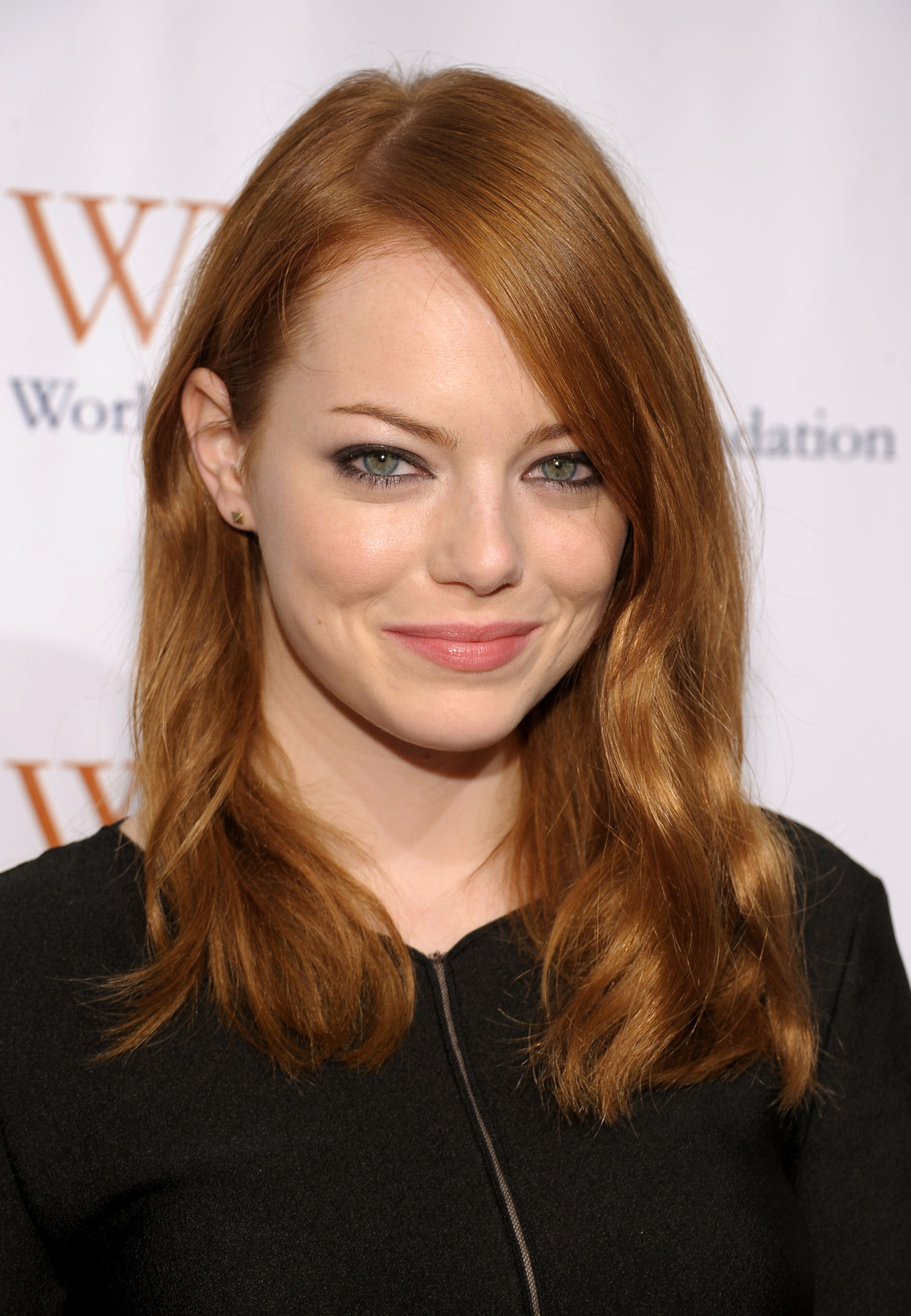 Emma Stone - Worldwide Orphans Foundation Benefit 13.11.11Emma Stone - Source : SwaGirl.com