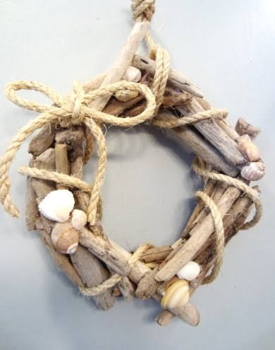 (via The Cutest Small DIY Drift Wood Wreath)