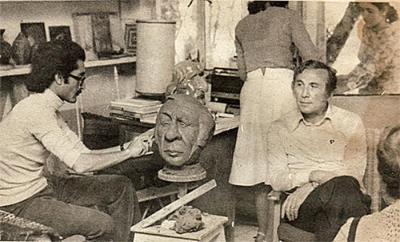 arabstateofmind:  Syrian poet Nizar Qabbani at a sculptor's workshop - London 1979. Taken from the facebook page Syrian History | التاريخ السوري