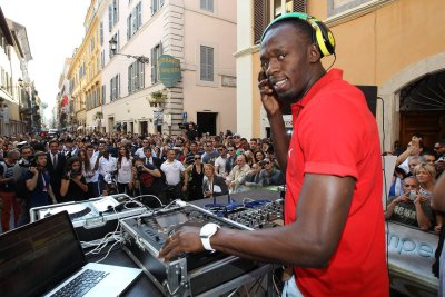 philisthefuture:  DJ Usain Bolt World's Fastest DJ! lol