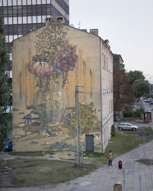 Aryz in Lodz, Poland |  Really great style.